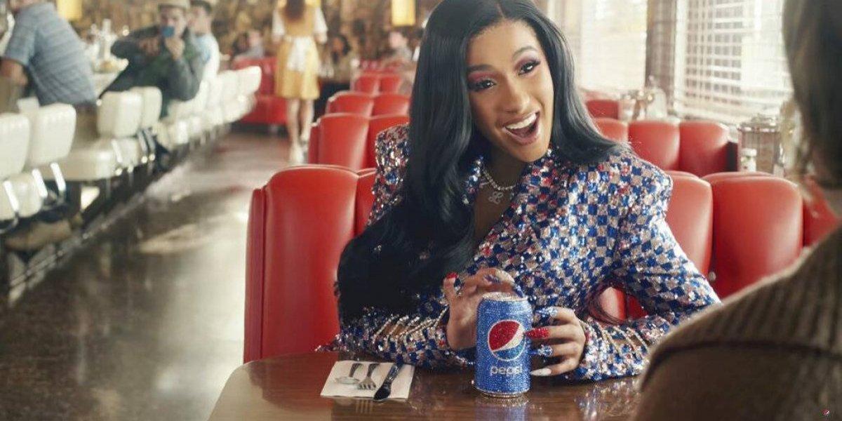 Abundan las celebridades en anuncios del Super Bowl