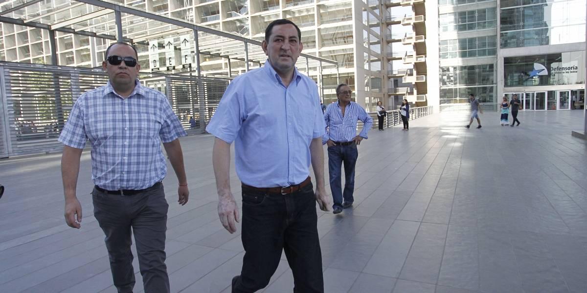 Rechazan prisión preventiva de ex canciller del Arzobispado: seguirá con arresto domiciliario nocturno