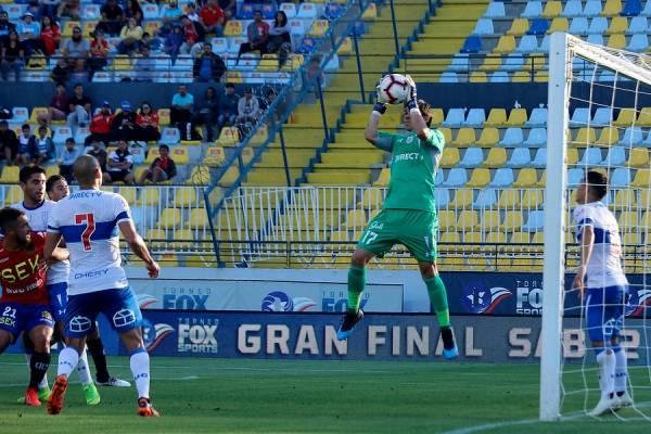 Toselli tuvo un buen desempeño en el triunfo 1-0 de la UC sobre Unión Española / Foto: Agencia UNO