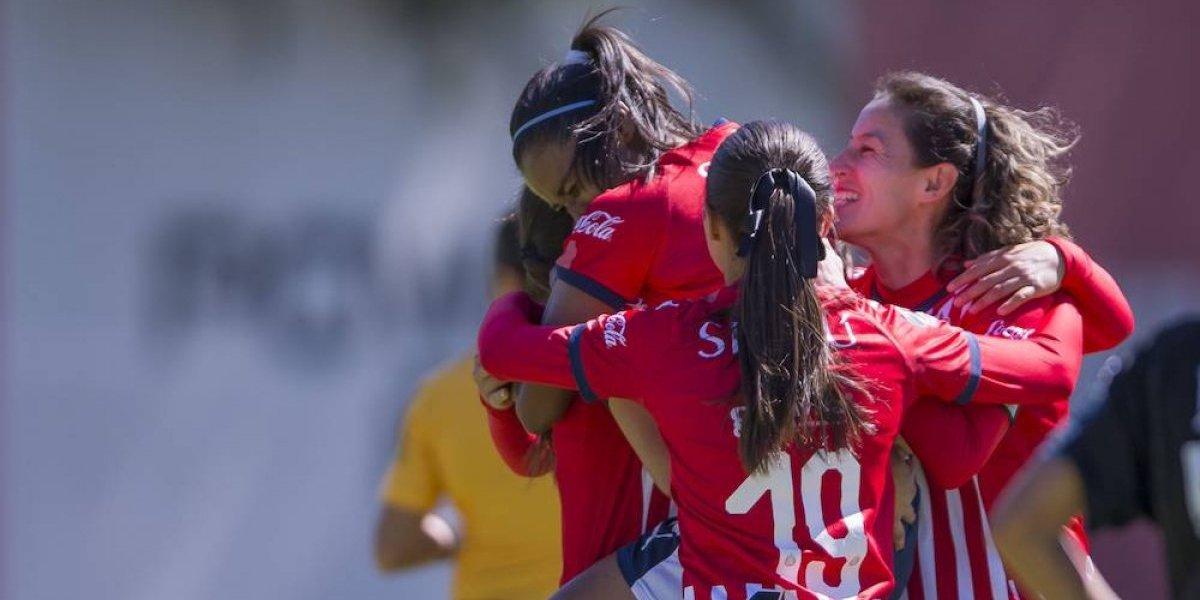Chivas femenil se adapta a su nuevo técnico