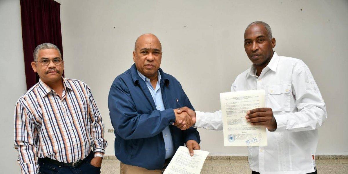 Cuba y RD firman acuerdo para desarrollar el hockey sobre césped