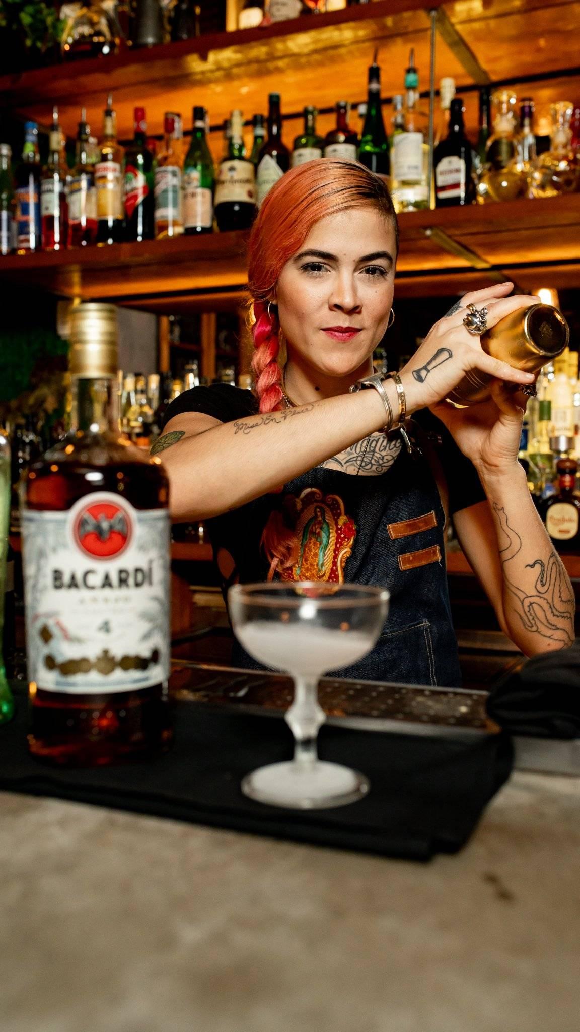 Nicole Fas es la única participante mujer entre el grupo de finalistas de la competencia Bacardí Legacy Cocktail en Puerto Rico.