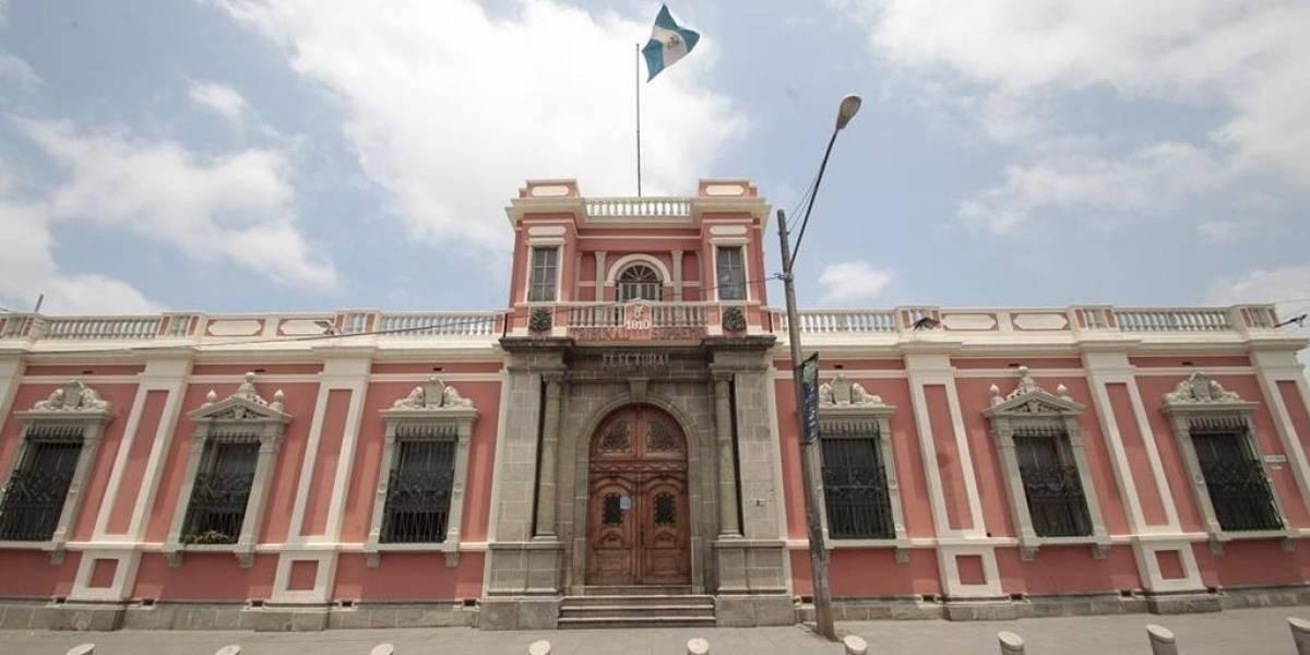 Convergencia y Victoria entregan papelería de binomios presidenciales al TSE