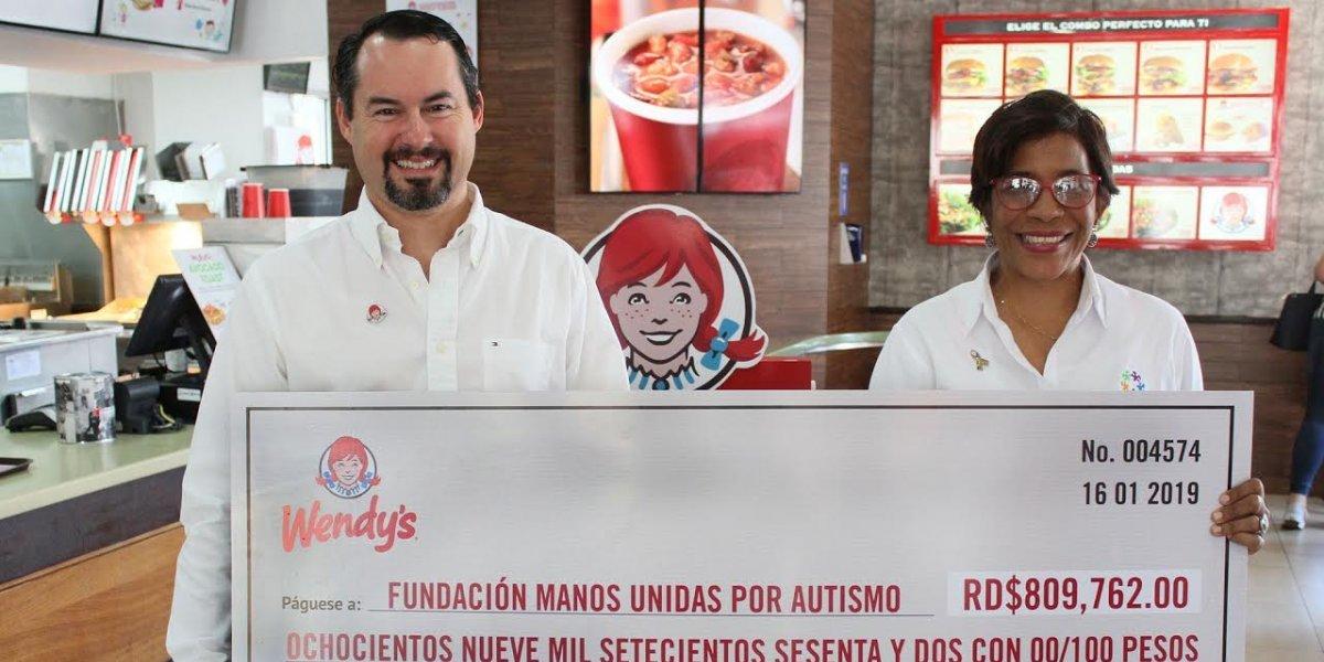 #TeVimosEn: Wendy's entrega donativo a fundación Manos Unidas por Autismo