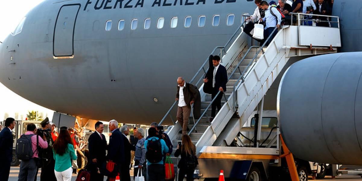 """Cien chilenos regresaron desde Venezuela en el tercer """"Vuelo de la Esperanza"""""""