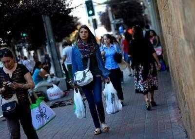 Entra en vigencia en Chile prohibición del uso de bolsas plásticas