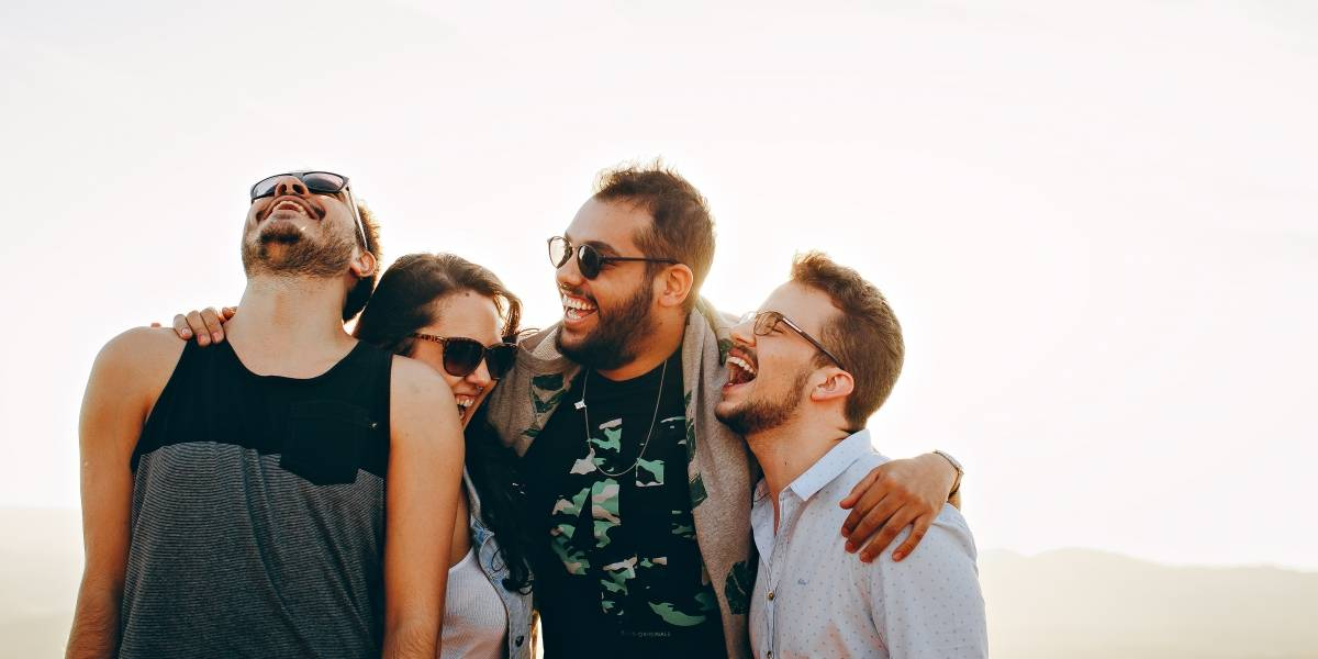 Científicos descubrieron los 17 gestos con los que expresamos felicidad en todo el mundo