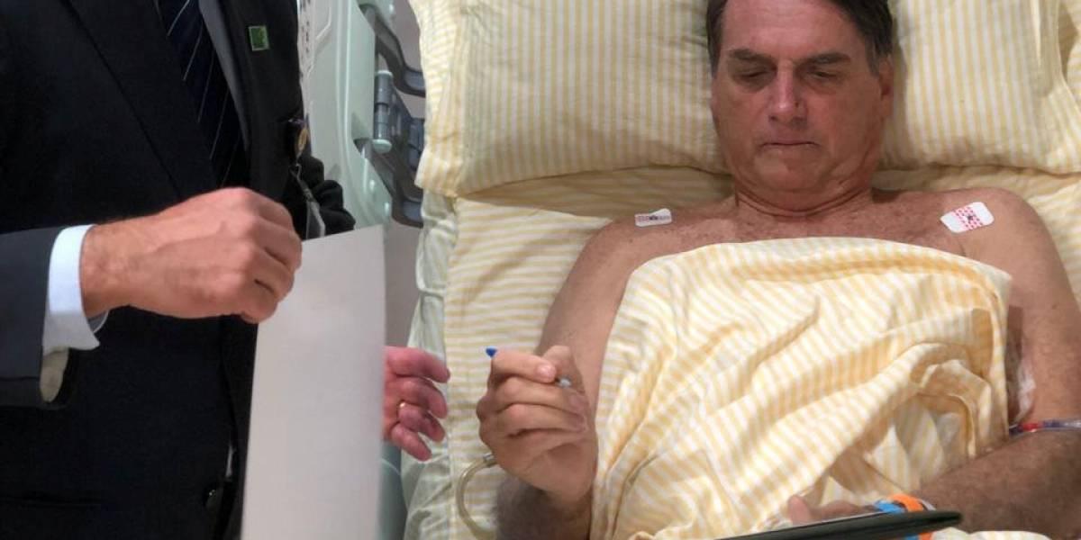 Bolsonaro faz despachos de quarto em hospital; presidente apresenta boa evolução