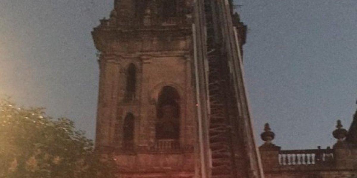 Sujeto subió a campanario de la Catedral y amenazaba con lanzarse