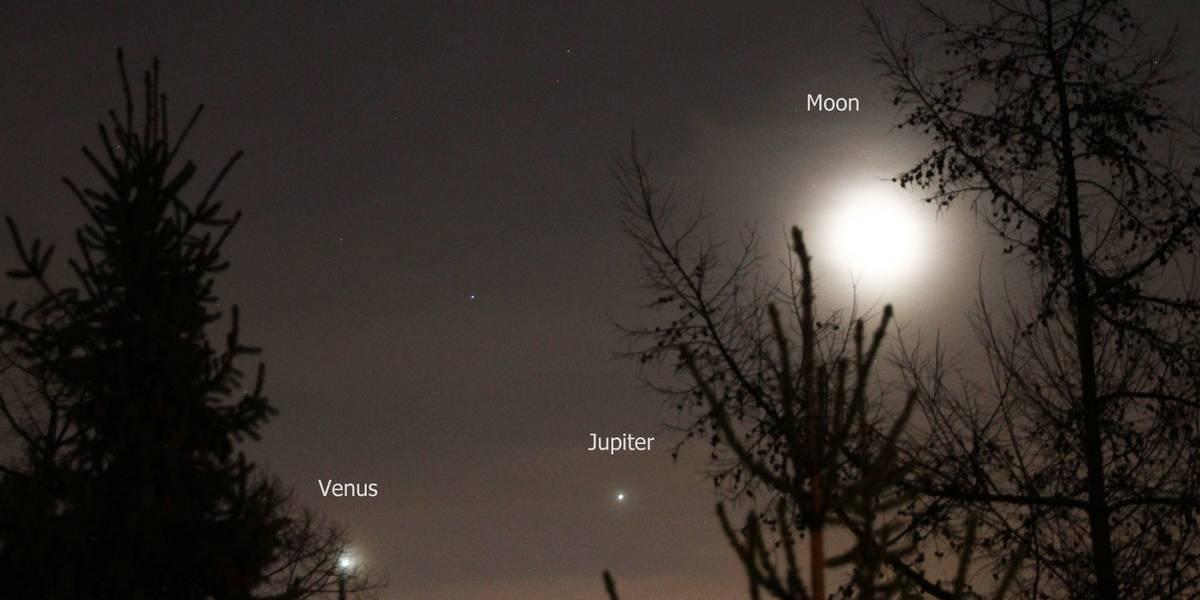 La Luna se alineó con Venus y Júpiter y se pudo ver desde la Tierra