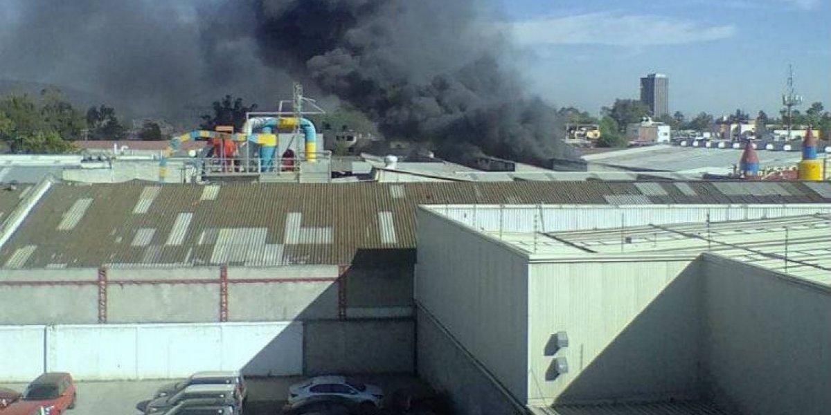 Se registra incendio en fábrica de la Gustavo A. Madero