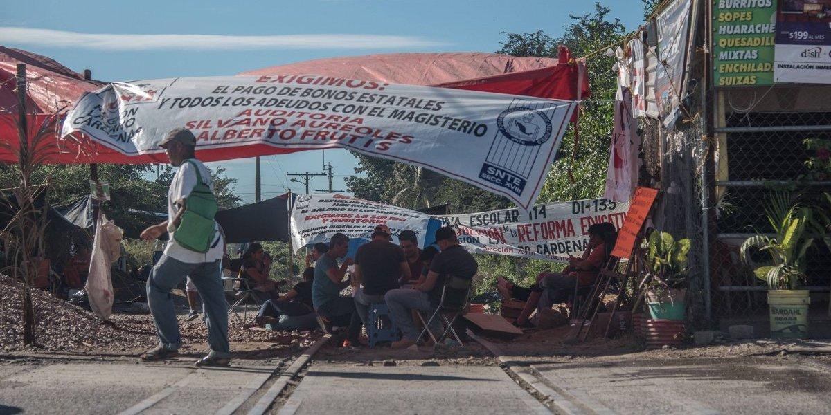 Tras 17 días de bloqueo, CNTE libera vías férreas en Michoacán
