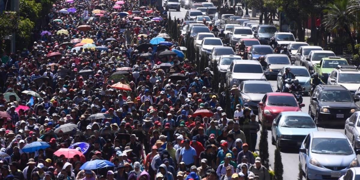 """Maestros marchan para denunciar """"persecución"""" contra el movimiento sindical y pactos colectivos"""