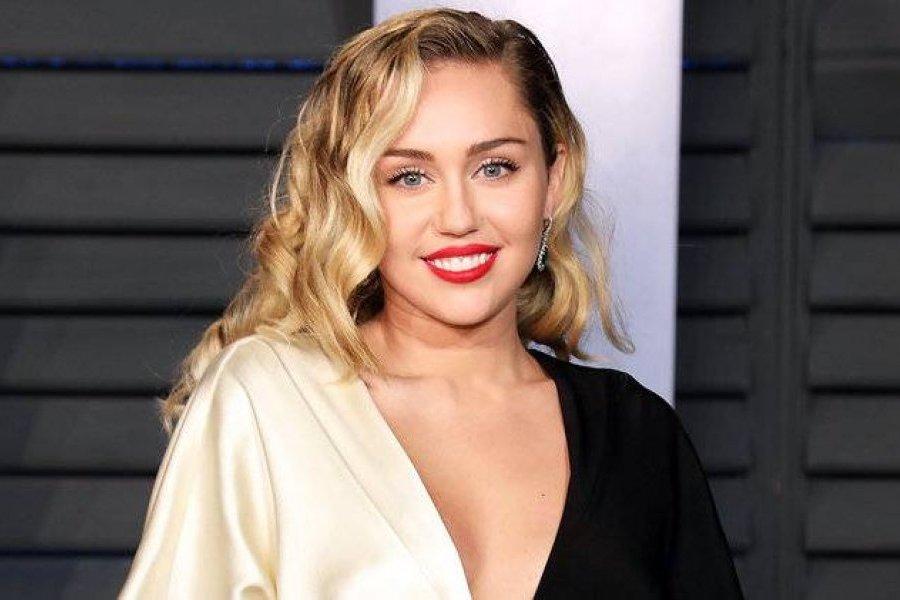 Foto Miley Cyrus Se Desnuda En Instagram Y Causa Furor Entre Sus