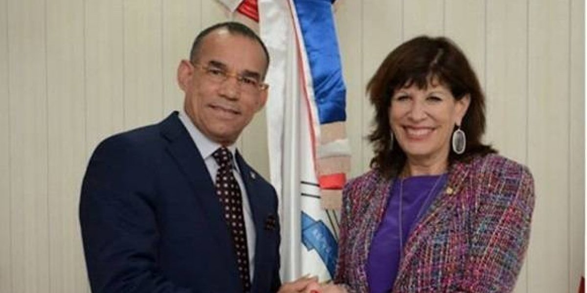 Embajadora EEUU transmite compromiso de lucha conjunta contra el narcotráfico