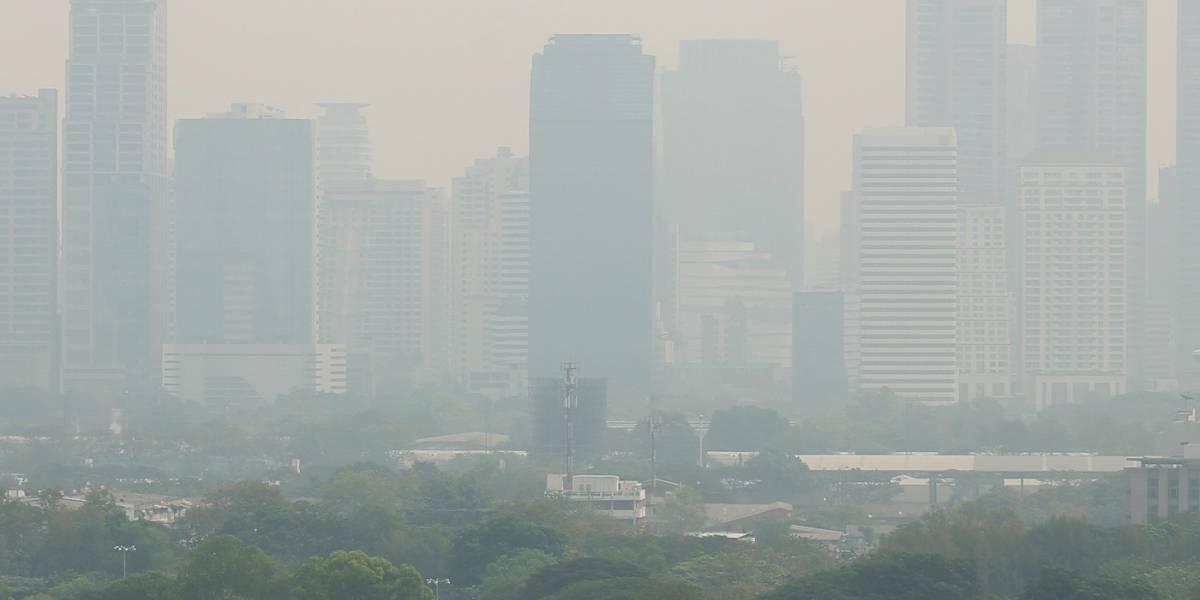 Rocían agua con drones para combatir la contaminación del aire en Bangkok