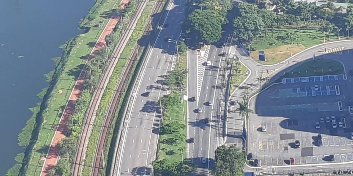 Contra morte no trânsito, campanha orienta motociclistas a usarem pista local na Marginal Pinheiros