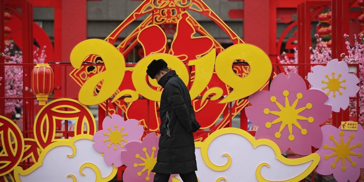 China prepara Año Nuevo con fiestas y millones de viajes