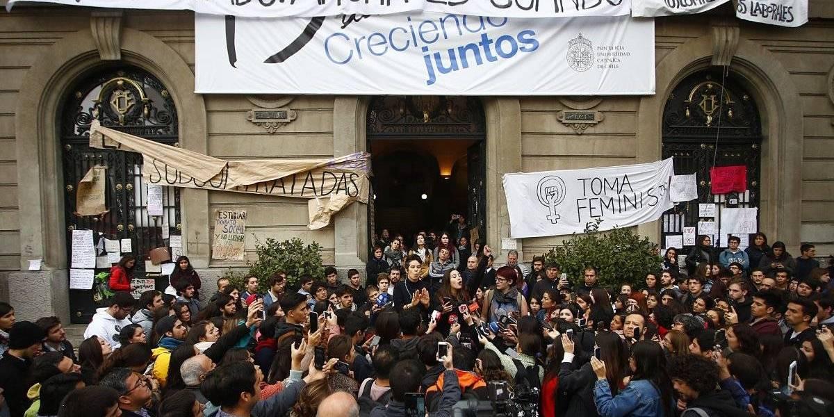 Cómo inscribirse en el primer curso gratuito sobre feminismo de la Universidad de Chile