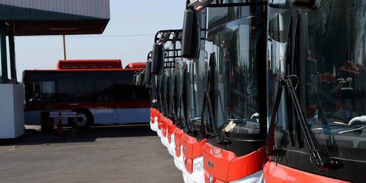 ¿Buses eléctricos son la solución?: Sin torniquete evasión sólo llega a un 3%