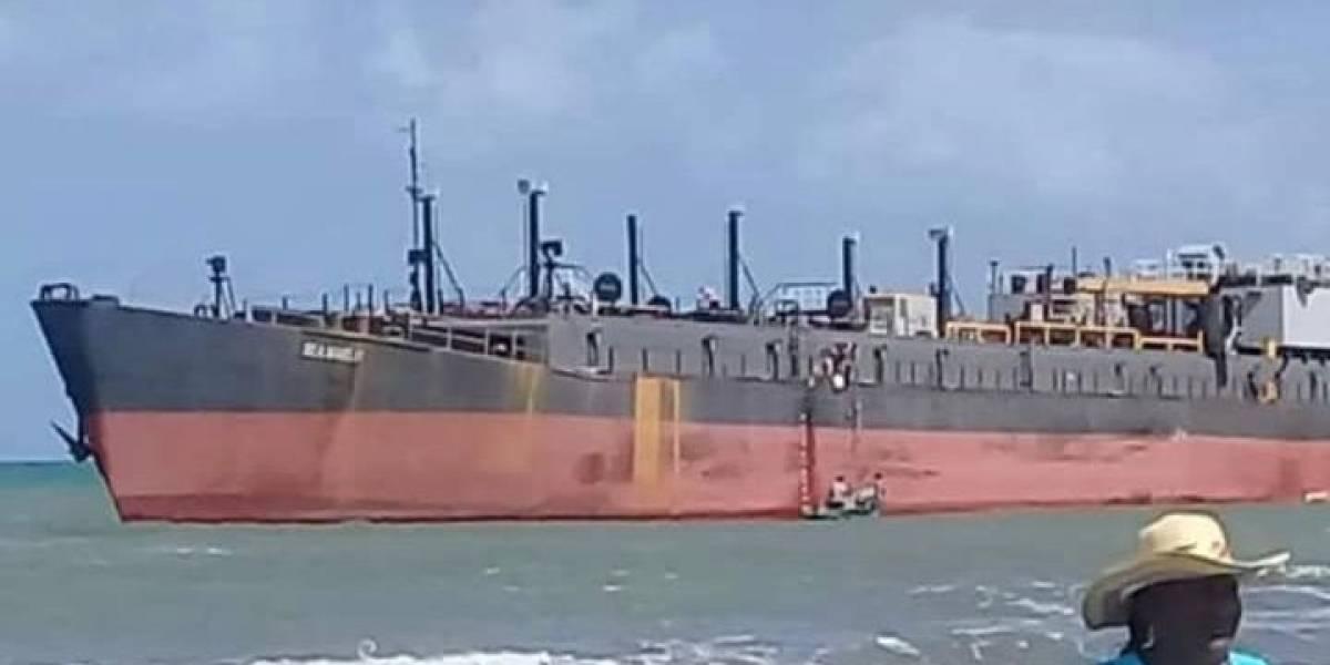 El misterio del barco que encalló sin tripulantes en costas colombianas