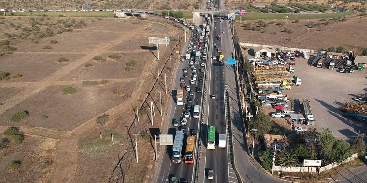 Recambio de veraneantes en febrero: 360 mil vehículos saldrán de Santiago durante el fin de semana