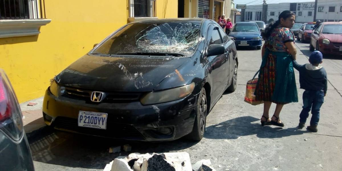 Derrumbes y daños en inmuebles se reportan tras fuerte sismo
