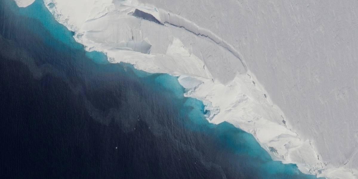 Enorme cavidad crece bajo glaciar Antártico