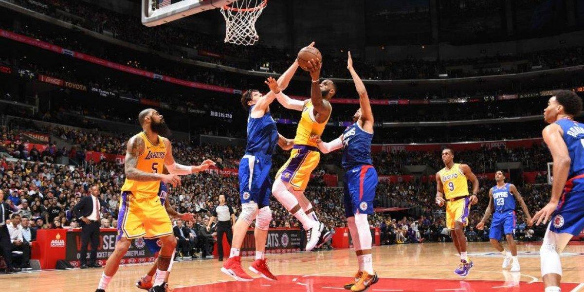 NBA: Lebron James retornó a lo grande en el triunfo clásico de Lakers sobre Clippers