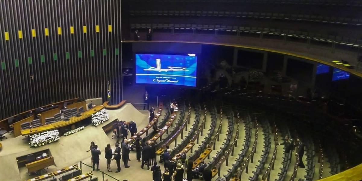 Comandada por Maia, cerimônia de posse de deputados começa na Câmara