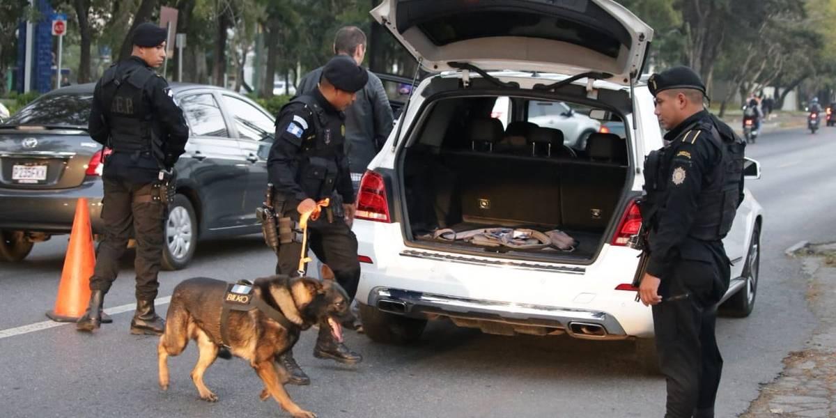 """PNC inspecciona buses y vehículos como parte de la """"Operación Centinela"""""""