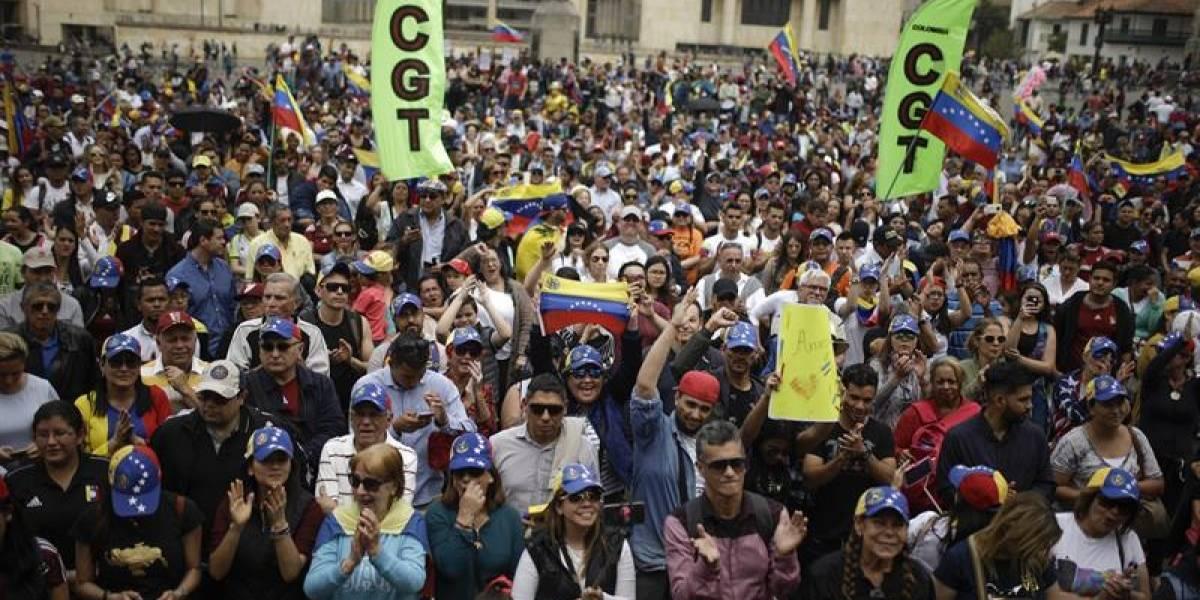 Venezolanos se concentraron en plazas de Colombia para apoyar a Guaidó