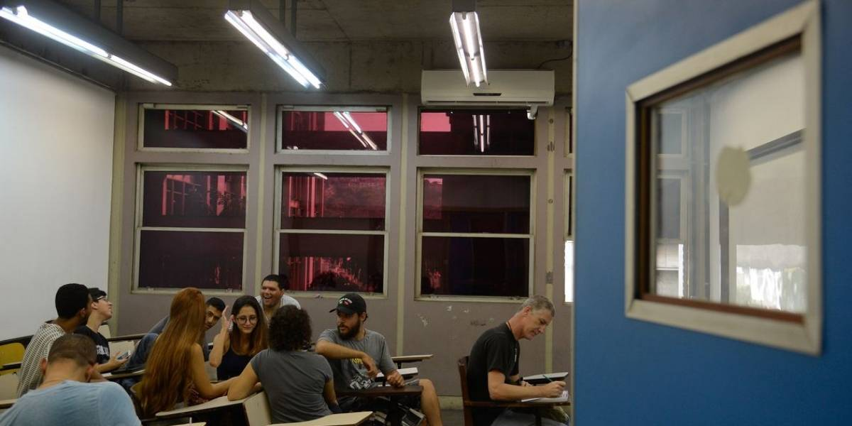 Proposto por Weintraub, filmar professores em aula é violação de direitos e inconstitucional, dizem juristas