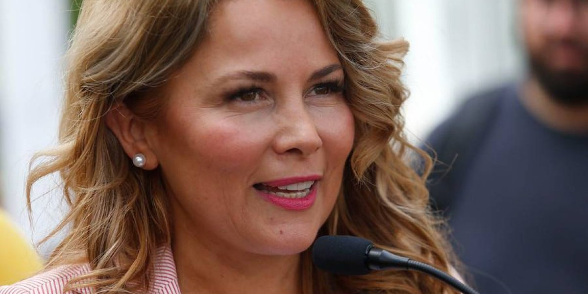 "Código ""Cathy"": la irónica campaña de aerolínea que usó a Cathy Barriga como ""rostro"""