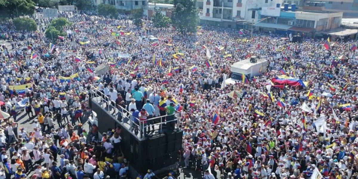 Crisis Venezuela: En Barquisimeto se reportó que la policía se unió a quienes marcharon contra Maduro