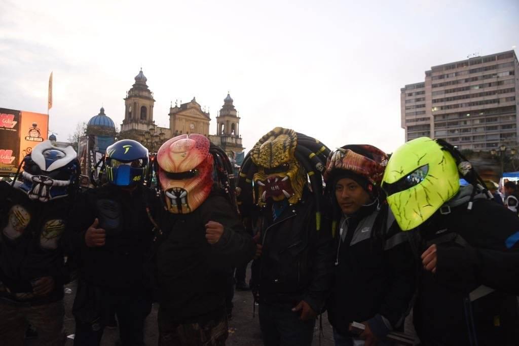 """Los """"depredadores"""" asistieron en grupo Omar Solís"""