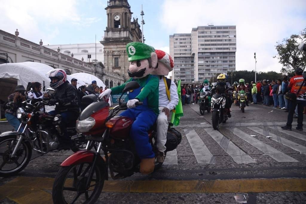 Luigi y Toad también acudieron Omar Solís