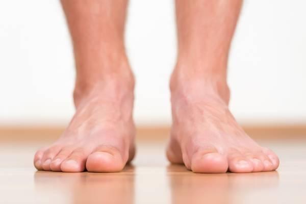 Piénsalo dos veces antes de caminar descalzo, incluso en casa ...