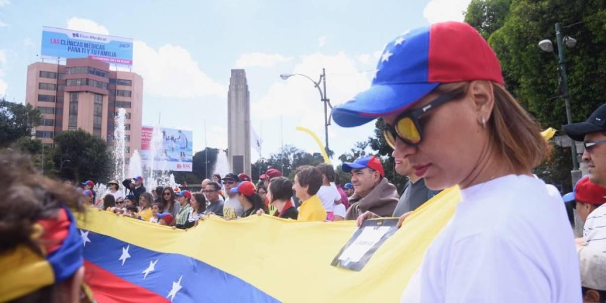 Muestran su apoyo a Guaidó desde El Obelisco