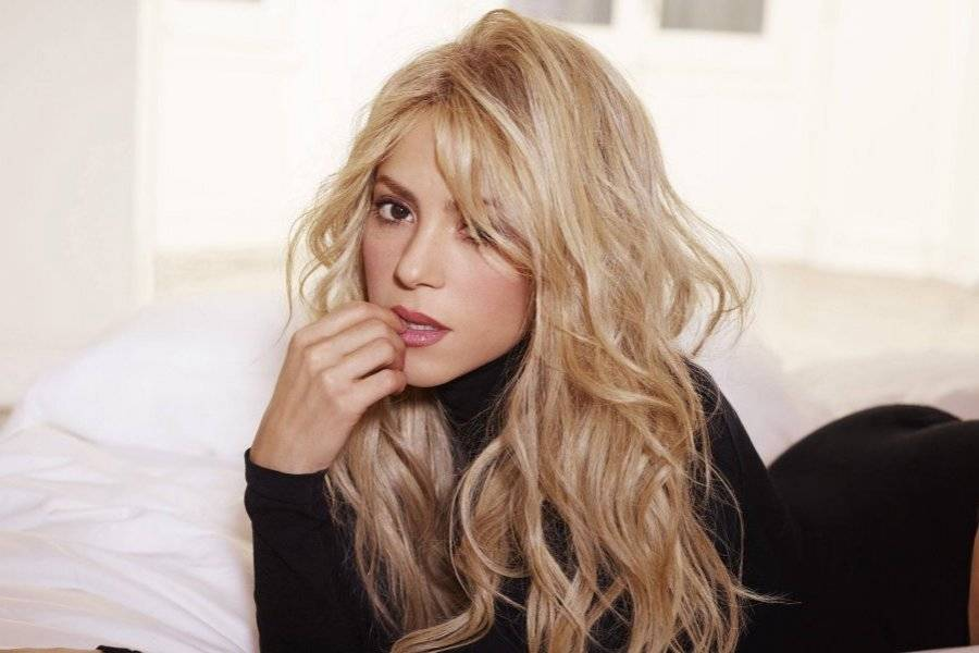VIDEO  Atuendo de Shakira en show de Alejandro Sanz levanta