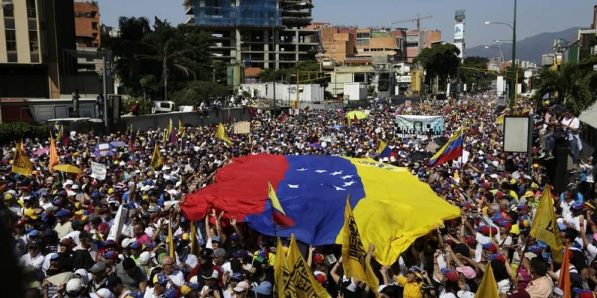 Venezuela vive grandes manifestaciones pro y antigobierno