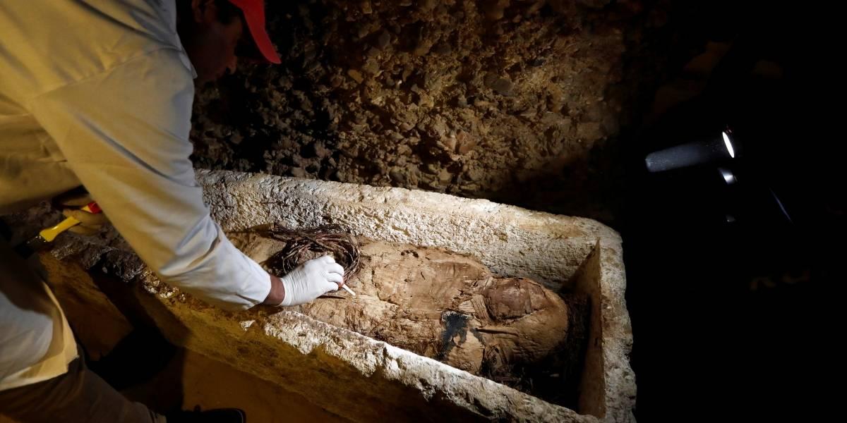 Arqueólogos descobrem tumba com 35 múmias no Egito