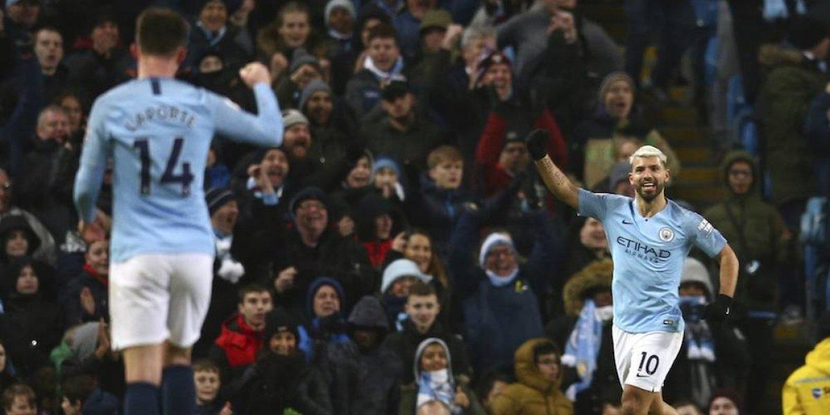 Agüero guía al Manchester City al triunfo sobre el Arsenal