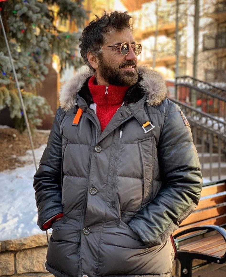 """El cantante de 47 años de edad se divirtió con unos amigos en un antro llamado """"La Santa Masaryk"""" Instagram: @alexoficial"""