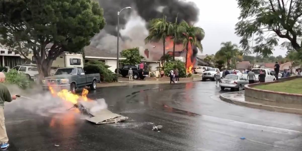 Cinco muertos y dos heridos al caer avioneta en California