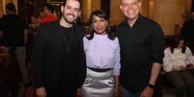 Manny Cruz, Ynmaculada Cruz Hierrro y Amaury Sánchez.