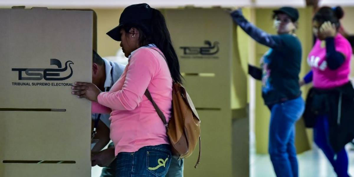 Salvadoreños eligen nuevo presidente con Bukele como favorito