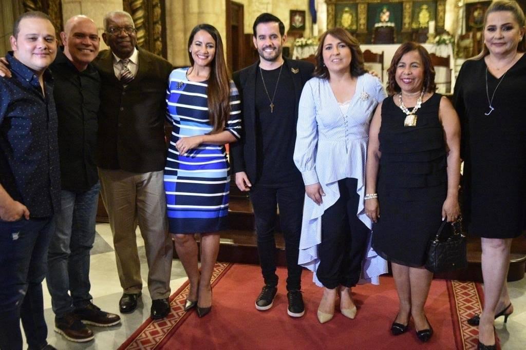 Invitados a la Misa y socios de Acroarte que asistieron a la eucaristía