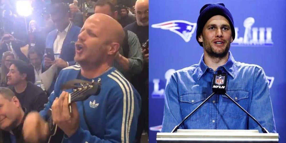 VIDEO: Facundo le lleva serenata a Tom Brady en plena conferencia