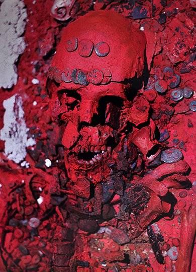 Detalle de la cabeza y parte del tórax de La Reina Roja Foto: Cortesía INAH